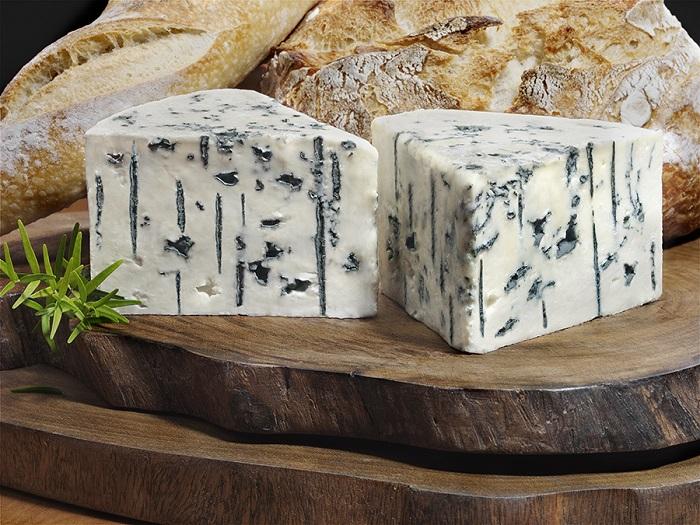 Сыр с черной плесенью