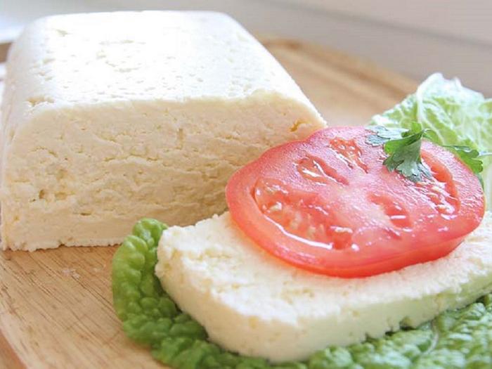 Сыр домашний с помидором
