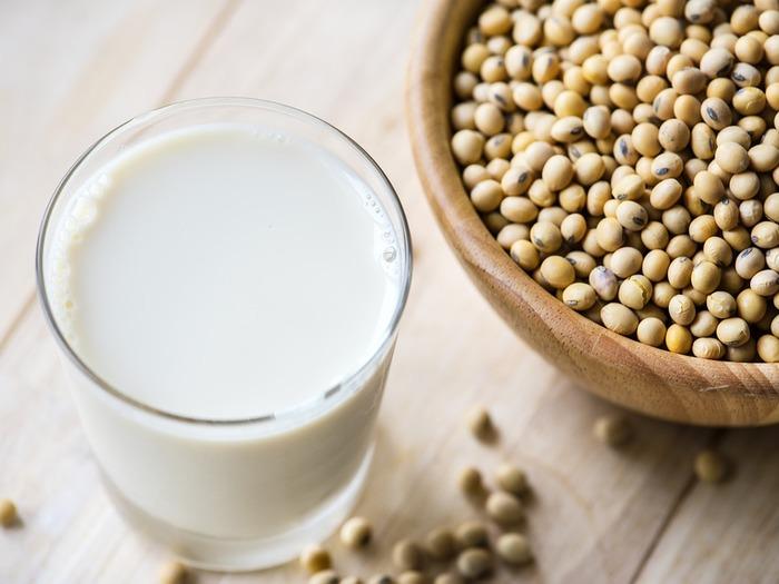 Соевое молоко: польза и вред