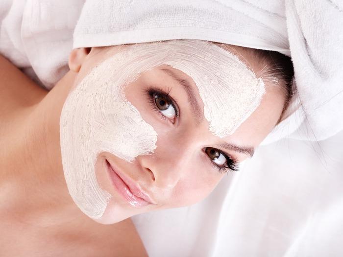 Маска для лица из сметаны широко используется в косметологии, как тонизирующий и омолаживаюший компонент для ухода