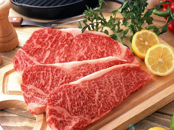 Галловейскую породу коров разводят для получения мяса