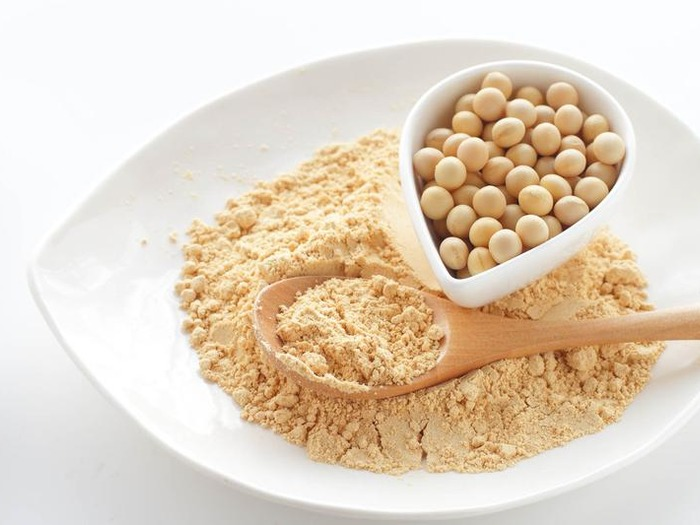 Сухой порошок из сои порой использовать удобнее, а по ценности и полезности он не уступает бутилированному